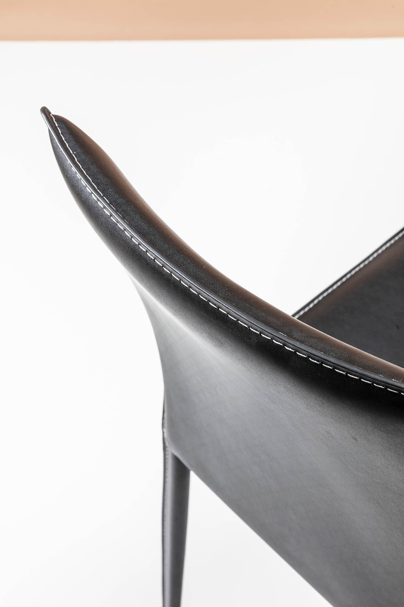 Chaise en cuir Milano noire Kare Design